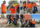 شهردار جوان کوت عبدالله بیل به دست پابه پای کارگران
